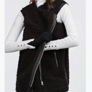 Zara Women's Black Faux Fur Zipper Up Vest M